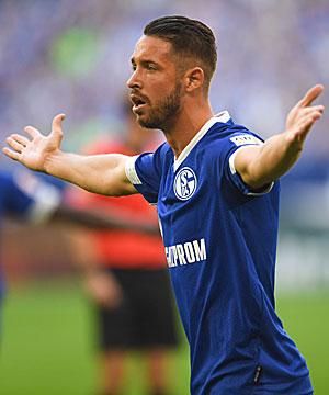 Mark Uth im Trikot von Schalke 04.