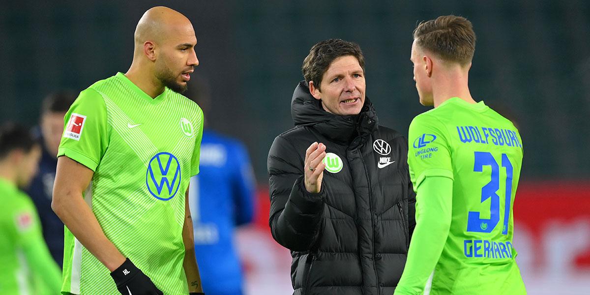 Hat den VfL Wolfsburg in dieser Saison auf Rang 3 geführt - Oliver Glasner (m.)