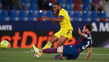 Cádiz CF - Dep. Alavés, choque entre dos equipos que no tienen margen de maniobra