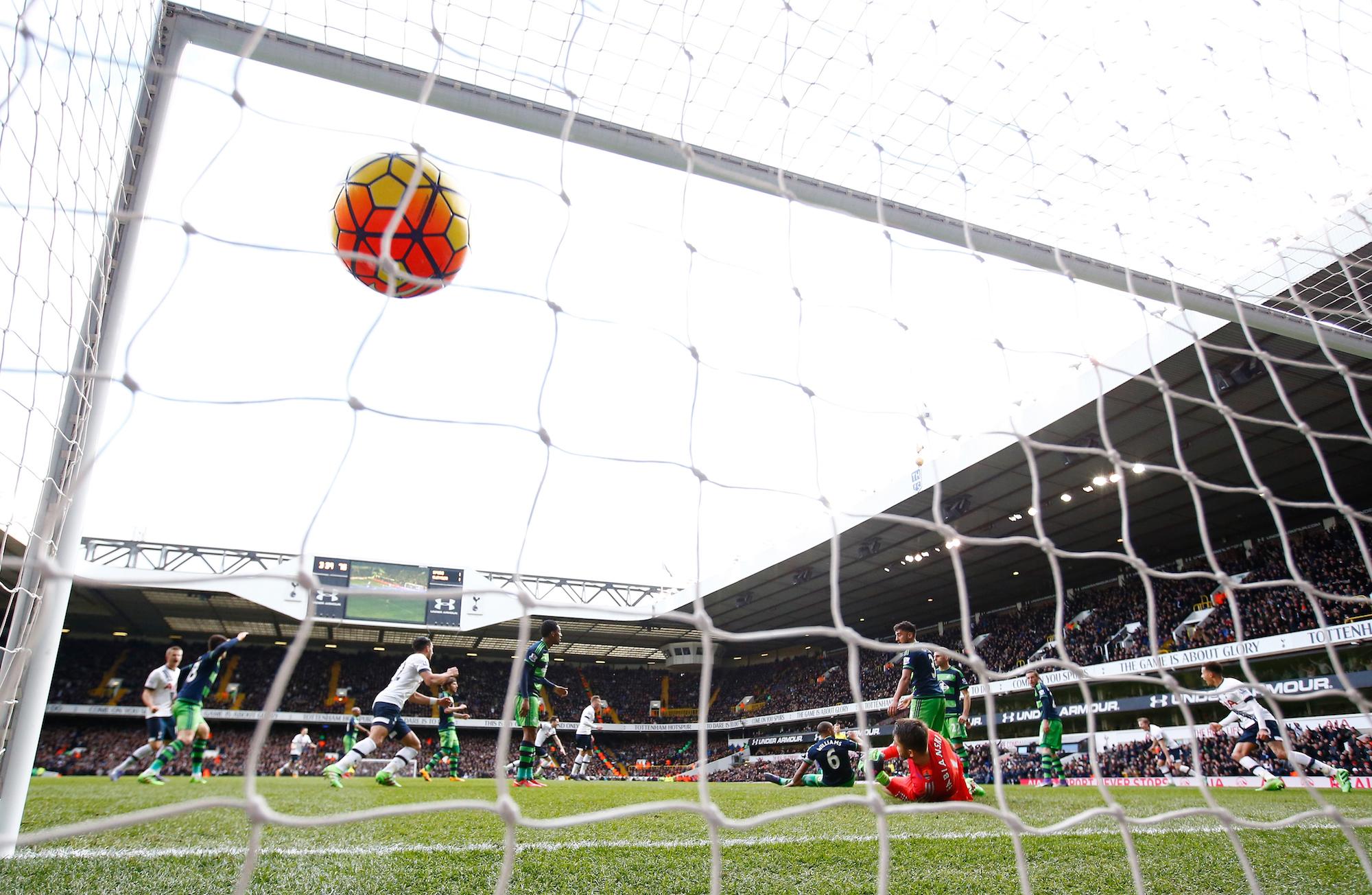 Il gol decisivo di Danny Rose per il 2-1 contro lo Swansea nell'ultima partita di Premier