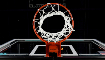 Pronostici NBA: Curry crede nei playoff dei Warriors, 3 consigli per stanotte